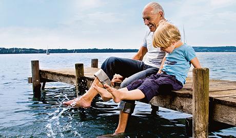 Patient OneTouch relaxant sur un quai pour gérer la glycémie