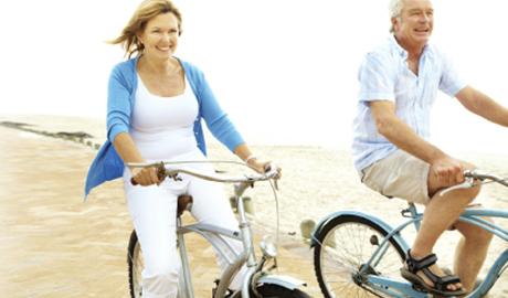 Clients OneTouch faisant du vélo pour réduire les risques de diabète